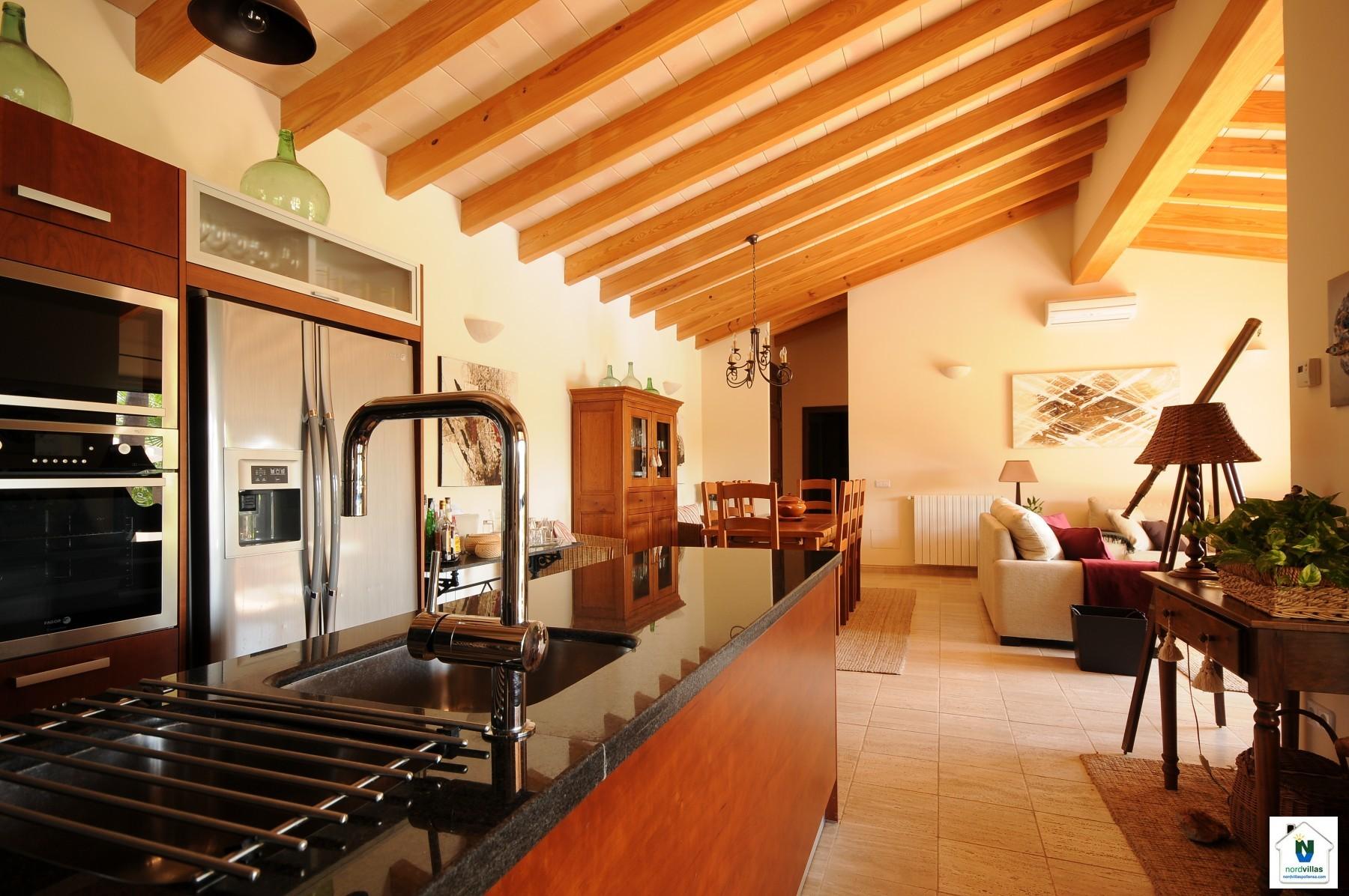 k che offen wohnzimmer k che wei wenge alternativ einrichten spritzschutz glas led wandtattoo. Black Bedroom Furniture Sets. Home Design Ideas
