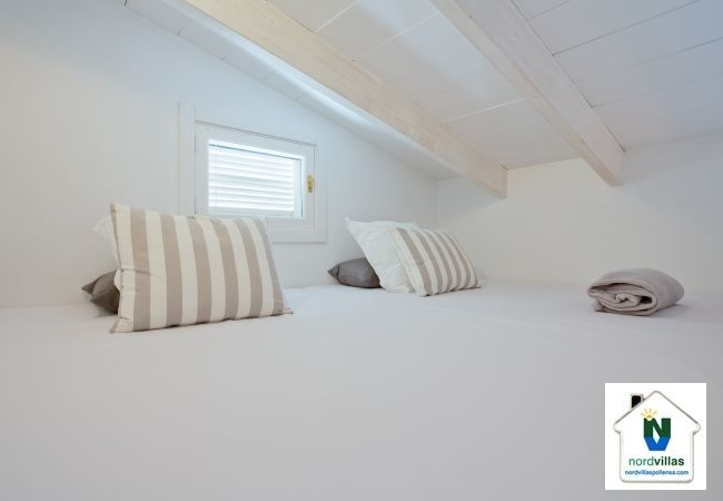 Bed for one in loft Villa in Selva
