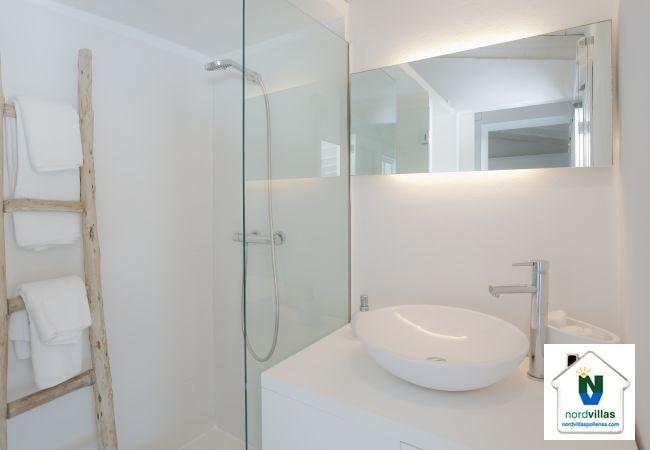 Shower in bathroom in villa in selva